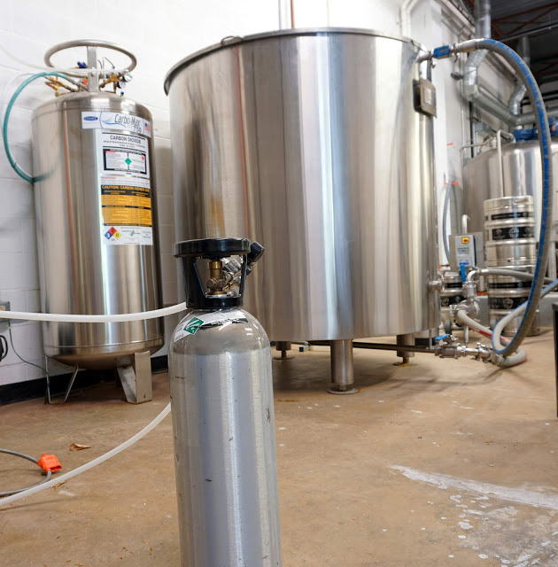 20 lb CO2 cylinder compared to 750 lb bulk tank.